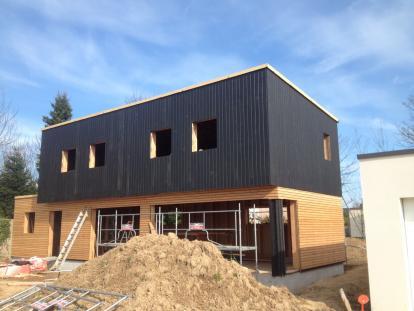 Maison bardage bois noir