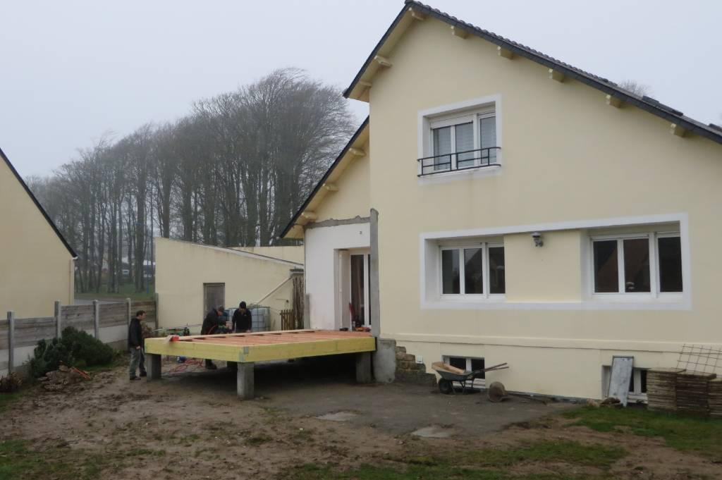extension ossature bois avec terrasse sur pilotis. Black Bedroom Furniture Sets. Home Design Ideas